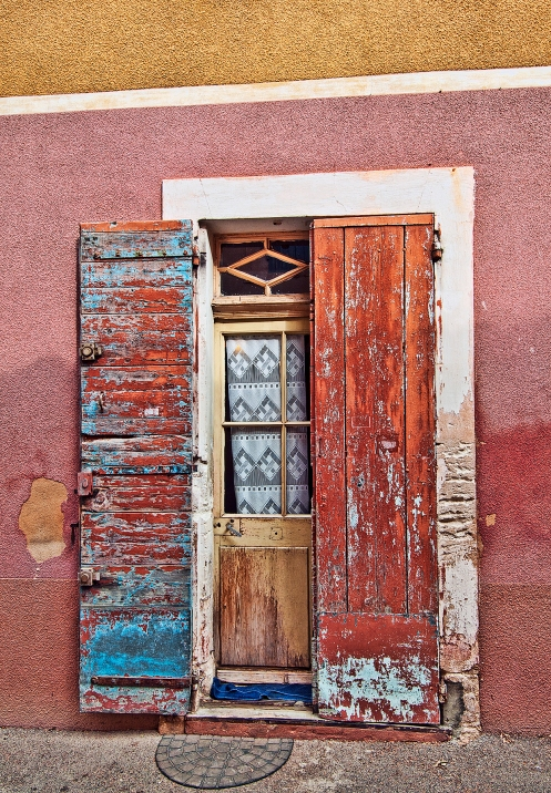 Doorway in Roussillon